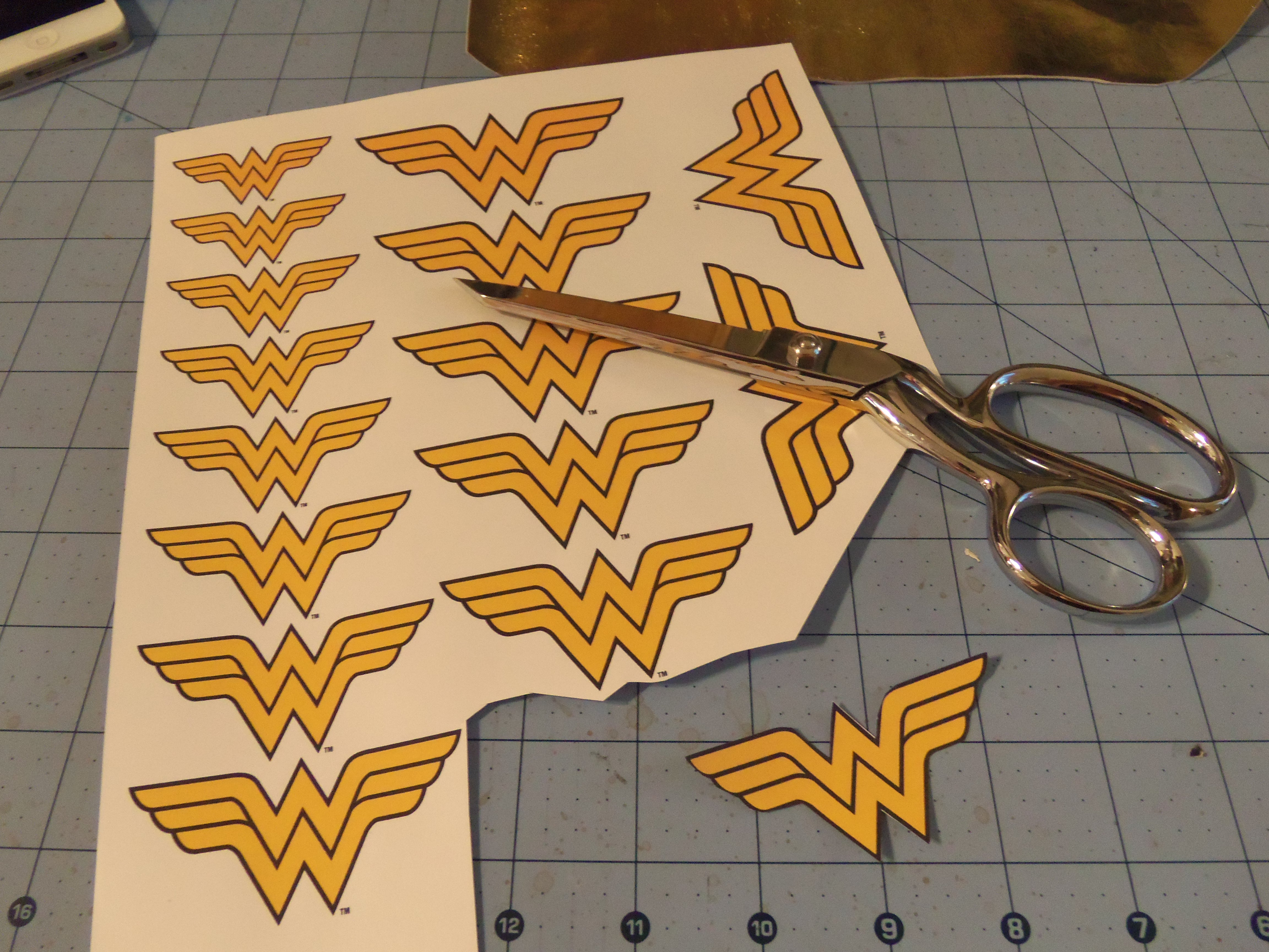 Diy friday wonder woman iphone wristlet set to stunning there pronofoot35fo Gallery
