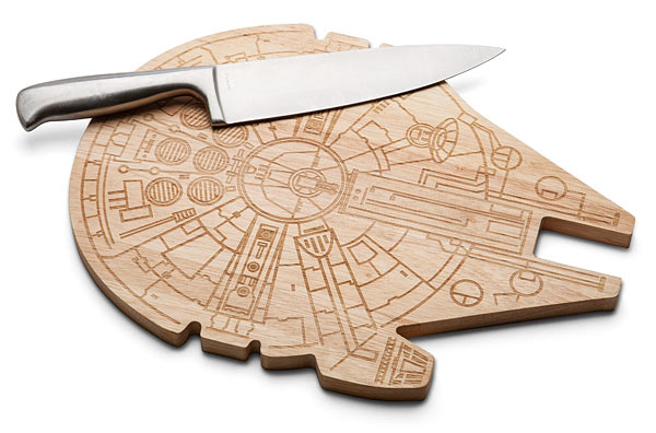 ilrv_sw_millenium_falcon_wood_cutting_board